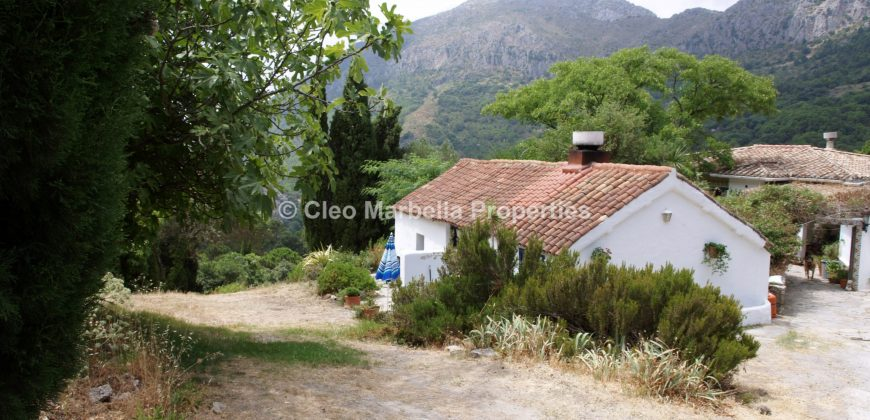 Self-catering cottages-mountain views