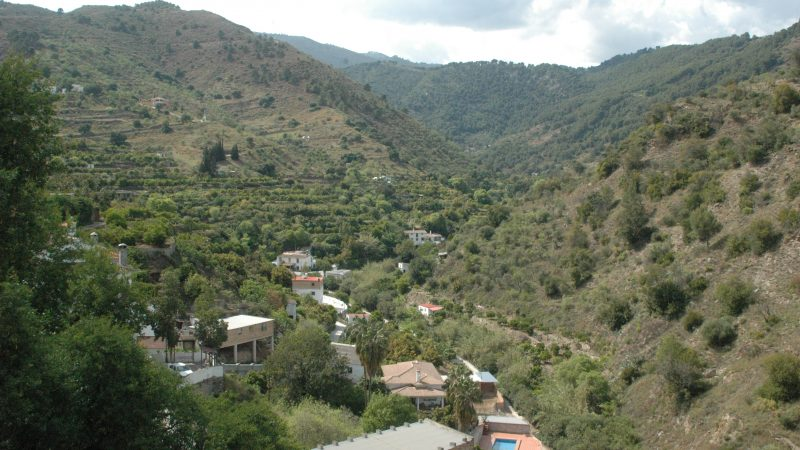 Townhouse to reform with mountain views – Tolox